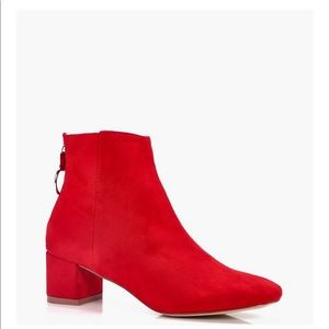 O ring pull chelsea ankle boots